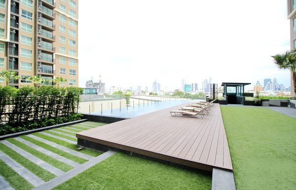 Fuse-Chan-Sathorn-Bangkok-condo-for-sale-swimming-pool-2