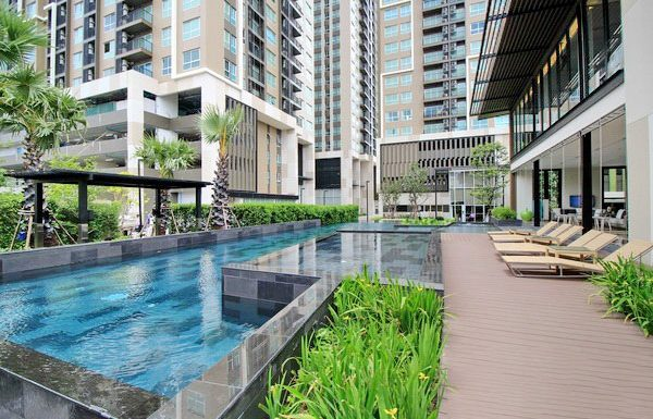 Fuse-Chan-Sathorn-Bangkok-condo-for-sale-swimming-pool-clubhouse-2