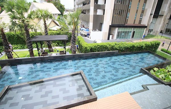 Fuse-Chan-Sathorn-Bangkok-condo-for-sale-swimming-pool-clubhouse